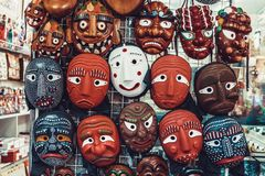 汉城,韩国- 2015年8月14日:韩国木面具在Insadong街道卖了在汉城,韩国 免版税库存照片