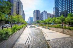 汉城,韩国- 2017年6月19日清溪川小河在汉城, Kore 免版税库存图片