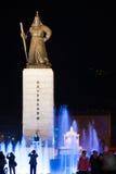 sae Jong Dae Statue国王夜喷泉 库存图片