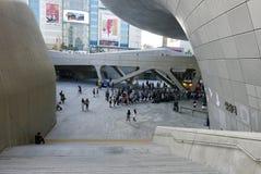 汉城,韩国5月19日2017年:Dongdaemun设计广场 库存图片