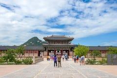 汉城,韩国- 7月17 :拍照片的游人 库存照片