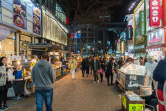 汉城-3月7日:Myeong东霓虹灯2016年3月7日在汉城, 图库摄影