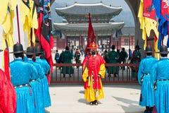 汉城- 3月30 :在改变的皇家卫兵卫兵期间 库存图片