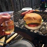 汉堡三明治和饮料 免版税库存照片