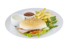 汉堡包、油炸物和调味汁 免版税库存图片