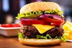 汉堡包用油炸物 免版税库存照片