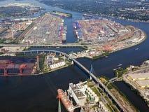 汉堡口岸的集装箱码头 库存图片