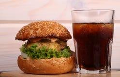 汉堡和可乐 免版税库存照片