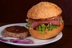 汉堡和炸肉排 免版税图库摄影