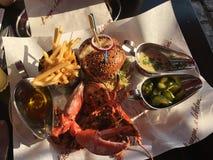 汉堡和龙虾晚餐组合的金丝雀码头 免版税库存照片