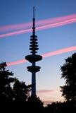 汉堡在日落以后的电视塔,德国 免版税库存图片