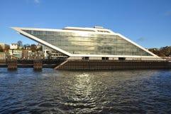 汉堡港口和市江边,德国 免版税库存照片