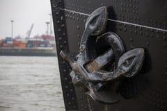 汉堡港口船锚船背景 免版税图库摄影