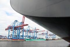 汉堡港口集装箱船 库存图片