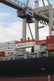 汉堡港口集装箱船 免版税库存照片