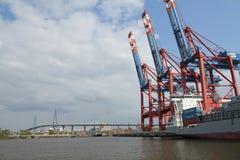 汉堡港口集装箱船 图库摄影