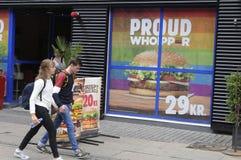 汉堡王把变成彩虹颜色 免版税图库摄影