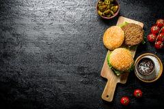 汉堡用墨西哥胡椒辣椒和蕃茄 库存图片