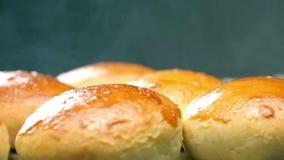 汉堡的热的小圆面包 热的面包 新鲜的酥皮点心 影视素材