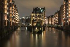 汉堡,德国历史的仓库区,在晚上 库存照片