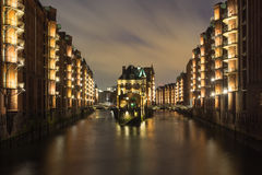 汉堡,德国历史的仓库区,在晚上 免版税库存图片