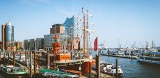 汉堡,德国- 2018年5月17日:HafenCity, Speicherstadt :与易北河爱好音乐霍尔的全景或 免版税库存图片