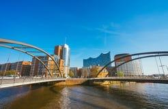 汉堡,德国- 2018年5月17日:HafenCity, Speicherstadt :在现代Elbphilharmonie前面的全景 库存照片