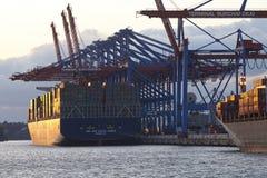 汉堡-在终端Burchardkai的集装箱船 免版税图库摄影