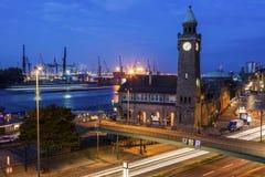 汉堡St圣保利队建筑学-圣圣保利队栈桥 免版税库存图片