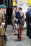 汉普郡的陆军中尉阁下检查一次军事游行的 库存照片