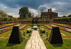 汉普顿法院宫殿庭院萨里英国 免版税库存图片