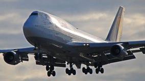 汉莎航空公司波音747-400在多伦多皮尔逊 免版税库存图片