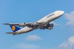 汉莎航空公司波音747-8 免版税库存图片