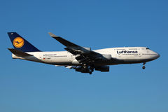 汉莎航空公司波音747-400 免版税库存照片