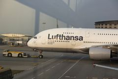 汉莎航空公司空中客车380在香港机场 库存照片