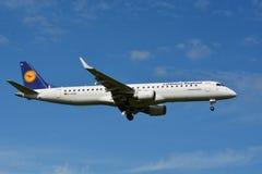汉莎航空公司空中客车巴西航空工业公司190/195 - MSN 308 - D-AEME 库存图片