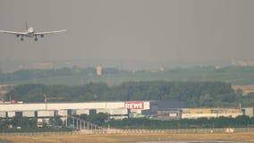 汉莎航空公司空中客车A330着陆:连续阴影 股票录像