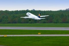 汉莎航空公司空中客车A319-114航空器在普尔科沃国际机场在圣彼德堡,俄罗斯 库存照片