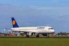 汉莎航空公司空中客车A320 200,航行器着陆 库存照片