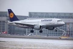 汉莎航空公司空中客车A319-100 D-AILD在慕尼黑机场MUC 免版税库存照片