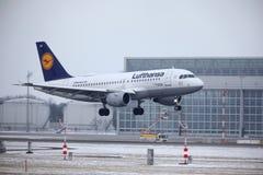汉莎航空公司空中客车A319-100 D-AILD在慕尼黑机场MUC 免版税库存图片