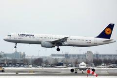 汉莎航空公司空中客车A321-100 D-AIRO从Munchen机场离开了 库存照片
