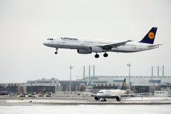 汉莎航空公司空中客车A321-100 D-AIRO在Munchen机场 库存照片
