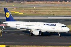 汉莎航空公司航空公司空中客车A-320航空器 库存照片