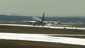汉莎航空公司货物麦克当诺道格拉斯公司MD-11着陆 股票录像