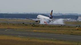 汉莎航空公司货物麦克当诺道格拉斯公司MD-11着陆 影视素材