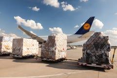 汉莎航空公司货物波音777货轮 库存照片