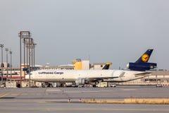 汉莎航空公司货物的麦克当诺道格拉斯公司MD-11货轮 免版税库存照片