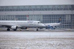 汉莎航空公司CityLine巴西航空工业公司ERJ-195 D-AEMC 免版税库存照片