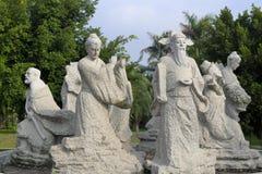 汉语八个不朽的人物向雕刻扔石头 库存图片